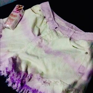 NWOT Wild Fable Tie-Dye shorts size 2 & pink nails